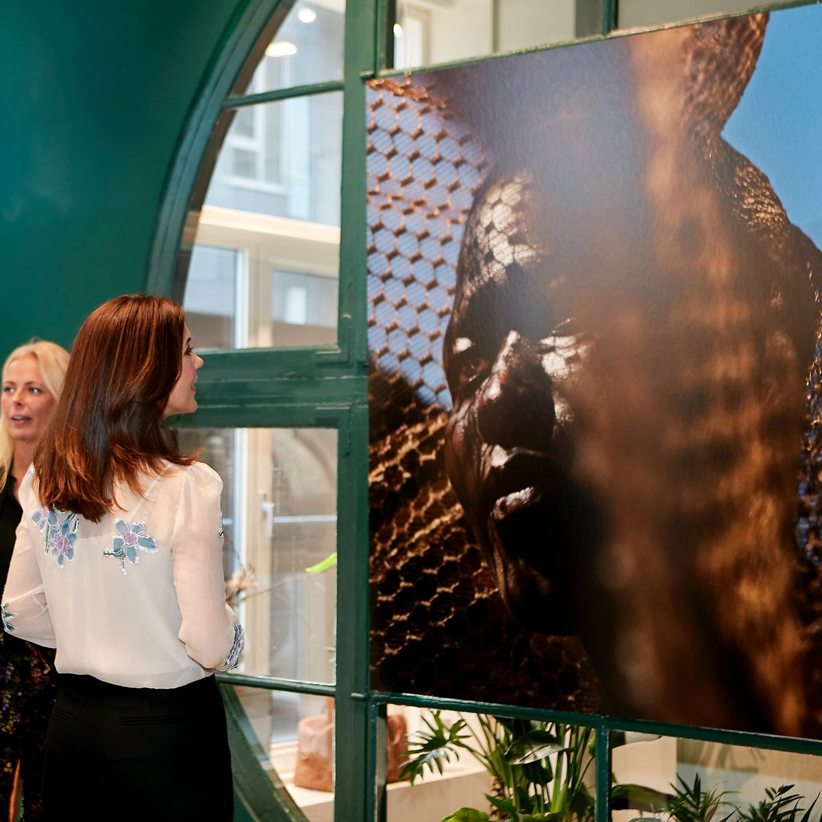 HRH Crownprincess Mary admiring photographer Signe Vilstrup's strong portraits at the YUME Concept Store